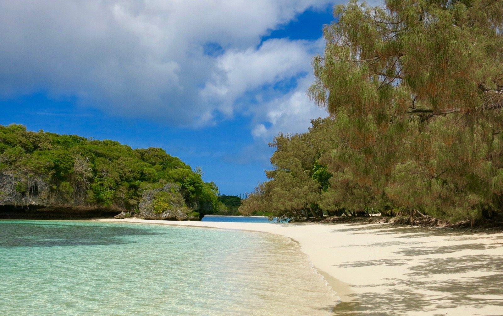 Strand von Kuto auf Île des Pins. Urlaub auf Neukaledonien.