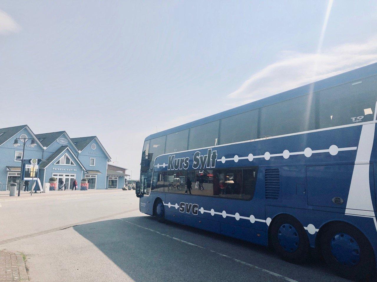 Busstop auf der großen Inselrundfahrt am Hafen List auf Sylt