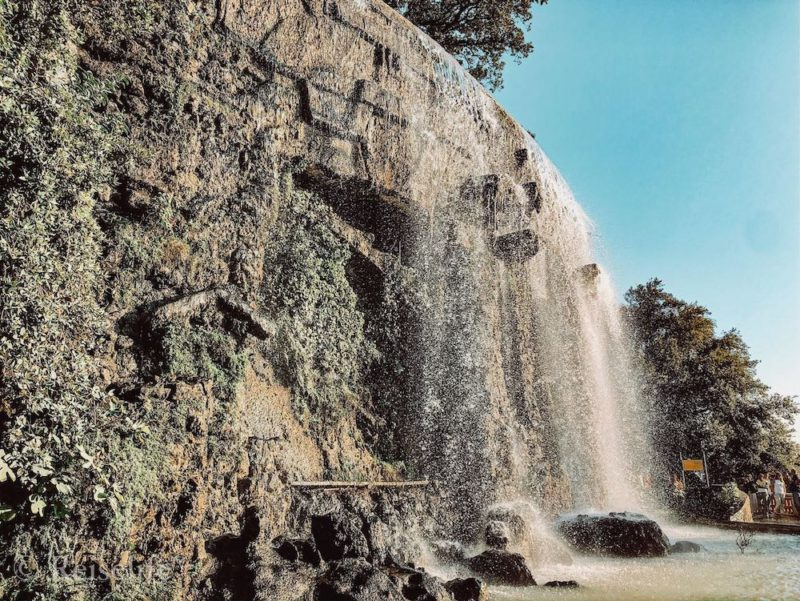 Wasserfall in Colline du Chateau in Nizza